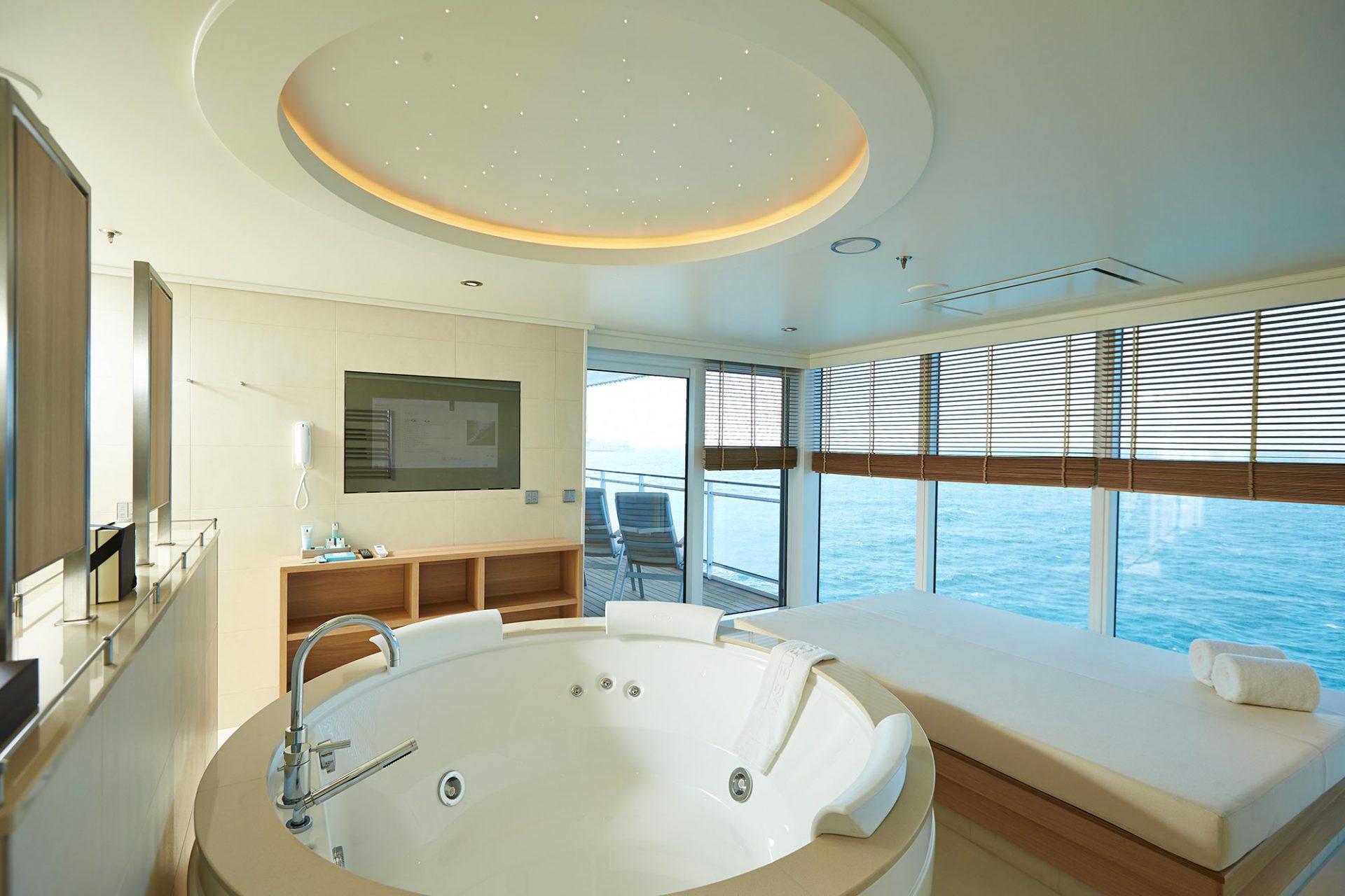 MS EUROPA 2 Owner Suite (99 m² + 15 m² Veranda) mit Whirlpool und Daybed