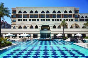 Golfreisen Belek - Kempinski The Dome. Die Golfregion um Belek hat 2006 ein Luxushotel bekommen, das internationalen Vergleichen standhält und auch verwöhnte Gäste zufrieden stellen wird. Gleich hinter dem Hotel liegen die beiden Golfplätze The Pasha und The Sultan vom noblen Antalya Golf Club.