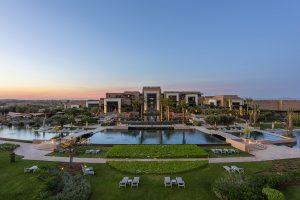 Golfreisen Marrakesch - Fairmont Royal Palm. Die bekannte mauritische Beachcomber-Hotelkette eröffnete 2014 Schritt für Schritt das neue Luxusresort Royal Palm in Marrakech mit den angrenzenden Luxus-Villen und dem Royal Palm Golf & Country Club. Um das kulinarische Verwöhnprogramm kümmert sich Chefkoch Philippe Jourdin.