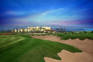 Golfreisen Casablanca - Hotel Mazagan Beach Resort. Im Herbst 2009 wurde das luxuriöse Golfresort der Kerzner Gruppe eröffnet. Wie ein riesiger Palast ragt das Hotel aus den Dünen des Atlantiks und des angrenzenden Links Course von Gary Player, dem neuesten und längsten Golfplatz von Marokko. Reduzierte Preise während des Ramadans.