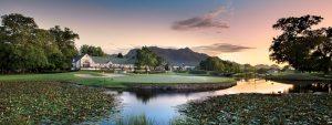 Golfreisen George - Fancourt Hotel & Country Club. Inmitten eines Naturparadieses liegt Afrikas führendes Golfresort, das Fancourt. Allein wegen seiner drei von Gary Player entworfenen Championship-Golfplätze, darunter der weltberühmte Fancourt LInks, ist dieses Luxusgolfresort jede Reise wert. Das denkmalgeschützte Manor House wurde kürzlich zu einem Luxus-Boutique-Hotel umgebaut. Aus gutem Grund gehört dieses Luxus-Golf-Resort zu den Leading Hotels of the World.