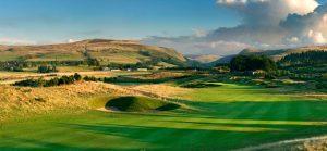 Golfreisen Schottland - The Gleneagles Golf Resort. Am Fuße der schottischen Highlands ist dieses einzigartige Luxus Refugium zum Inbegriff für einen sportlich erholsamen Urlaub nicht nur für Golfer aus aller Welt geworden. Internationales Publikum trifft sich hier seit Generationen zum Jagen, Reiten, Wandern und natürlich zum Golfen auf höchsten Niveau.