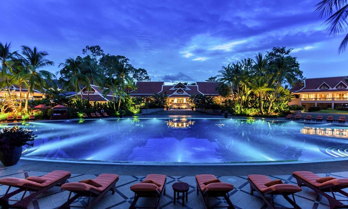 """Golfreisen Koh Samui - Santiburi Beach Resort. Dieses erstklassige Hotel, Mitglied der """"Leading Small Hotels of the World"""", mit seiner Traumlage bietet Ruhe und Erholung sowie Aktivitäten zur gleichen Zeit. Das unumstrittene Highlight ist der exzellente, unaufdringliche Service und für Golfer der nahegelegene Golfplatz."""