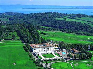Golfreisen Gardasee - Palazzo Arzaga Hotel SPA & Resort. Südliche Vegetation, mildes Klima, italienisches Flair, dazu ein Paradies für Wassersportler - kein Wunder, daß der Gardasee zu den Lieblingszielen der Deutschen gehört. In unmittelbarer Nachbarschaft liegt Arzaga, ein Resort-Hotel vom Feinsten mit zwei traumhaften Golfplätzen von Jack Nicklaus II und Gary Player.