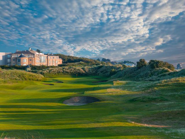 Golfreisen Dublin - Portmarnock Hotel & Golf Links. Das Portmarnock Hotel & Golf Links zählt den den ersten Adressen Irlands für eine standesgemäße Golf-Herberge. Einst im Besitz der bekannten Jameson Whiskey Dynastie, gab es schon vor über 100 Jahren einem privaten 9-Loch Platz, der dann 1995 von Bernhard Langer Design zu einem spektakulären Links Course umgestaltet wurde.