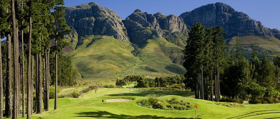 Golfreisen Kapregion - Erinvale Estate Hotel & Spa. Landestypisch wohnen in der idyllischen Weinregion des Kaps mit einem anspruchsvollen Golfplatz vor der Türe. Der 18 Loch Erinvale Golfplatz, Par 72, 6400 m, wurde von Gary Player entworfen und gehört zu den bekanntesten und 20 besten Golfanlagen Südafrikas.