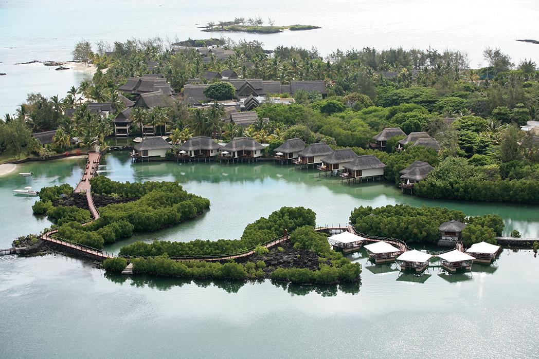 Golfreisen Seychellen - Constance Lemuria Resort. Traumstrände, einsame Buchten, Palmen satt und ein türkisfarbenes Meer -auf der Insel Praslin finden Romantiker, Naturliebhaber und Golfer ein Luxus-Resort und den einzigen Golfplatz der Seychellen. In der Vergangenheit ein Schlupfwinkel für Piraten, heute ein unverdorbenes Ferienparadies für allerhöchste Ansprüche.